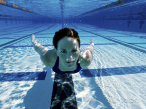 woman-swimming-underwater-in-a-swimming-pool