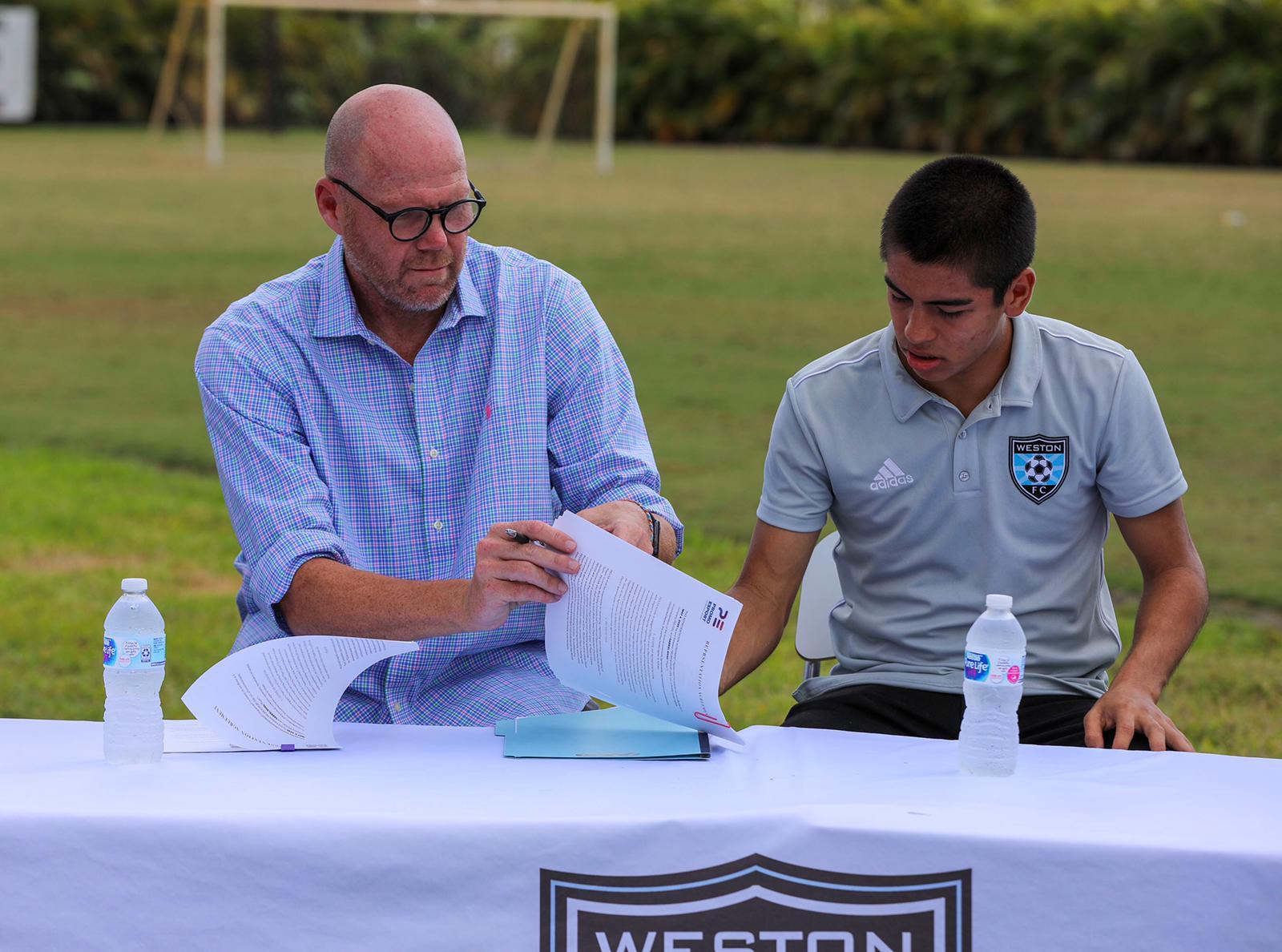 Gabriel Rivas Signs Contract (1)