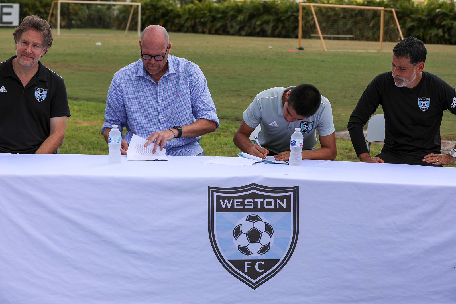 Gabriel Rivas Signs Contract (4)