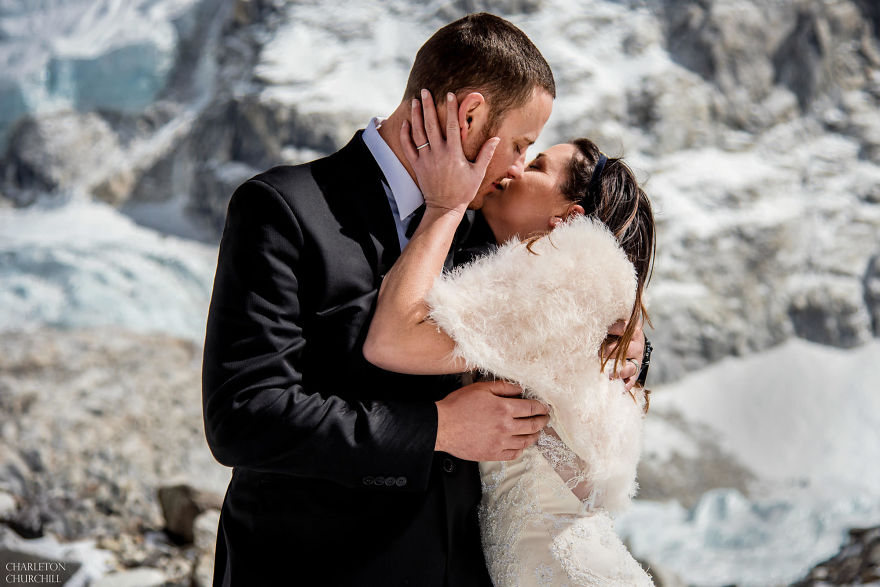 Couple Gets Married On Mount Everest After Trekking For 3 Weeks, And Their Wedding Photos Are Epic 14