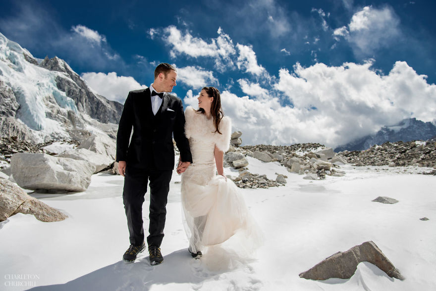 Couple Gets Married On Mount Everest After Trekking For 3 Weeks, And Their Wedding Photos Are Epic 8