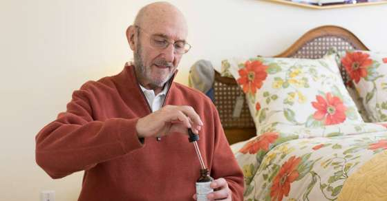 Elderly Man with Terminal Cancer Walks Out of Hospice after Treatment with Cannabis Oil 15