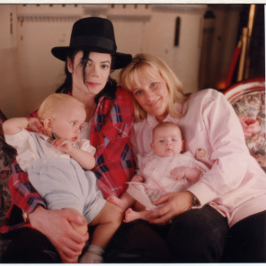 michael-jackson-debbie-rowe-kinder-050413-splash