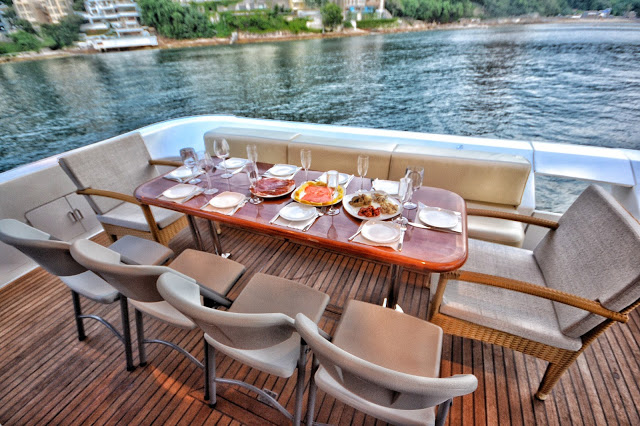 HUNGRY HONG KONG LUXURY DYNA 70 FOOT YACHT TRIPS