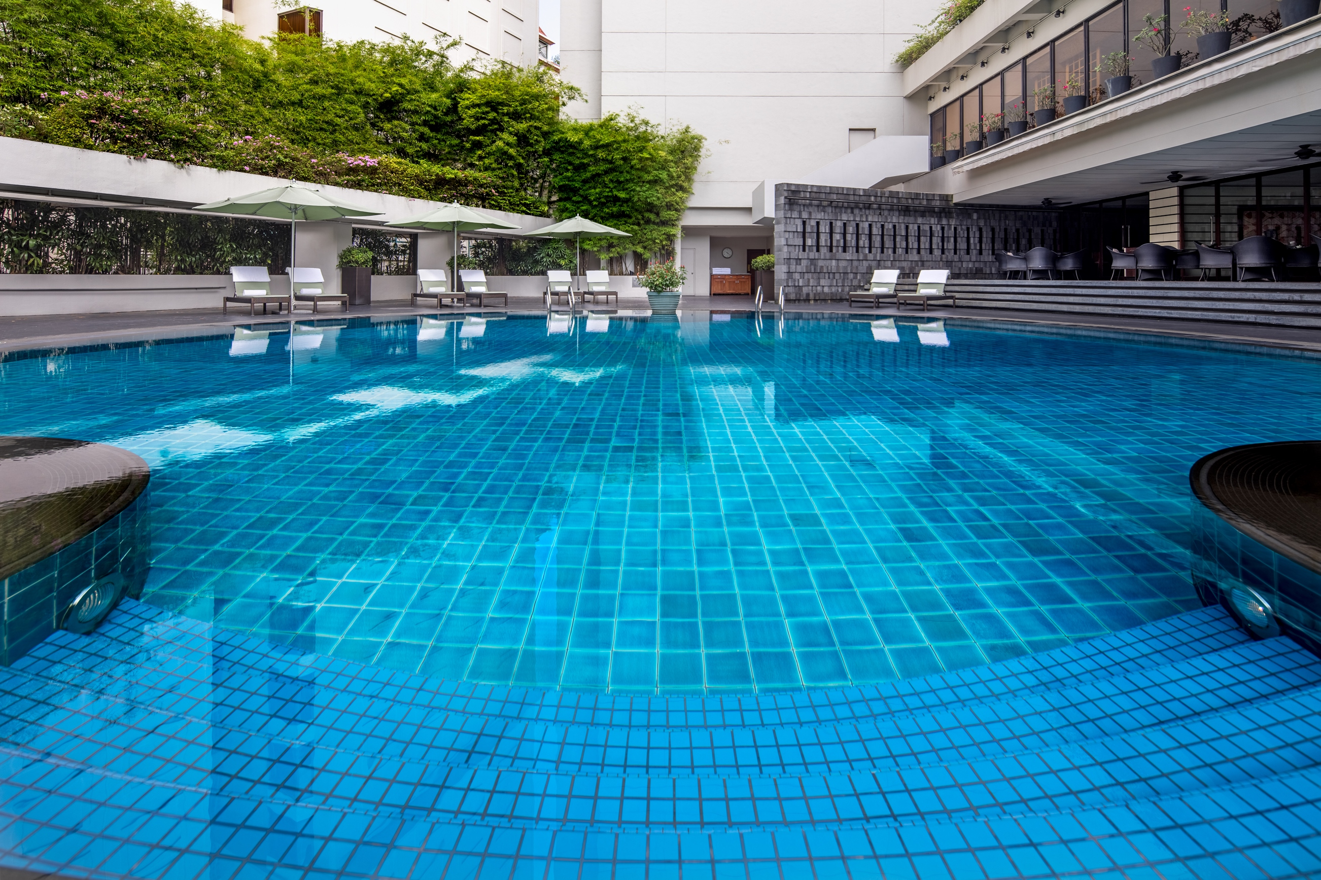 singapore-a-four-seasons-hotel_outdoor-pool