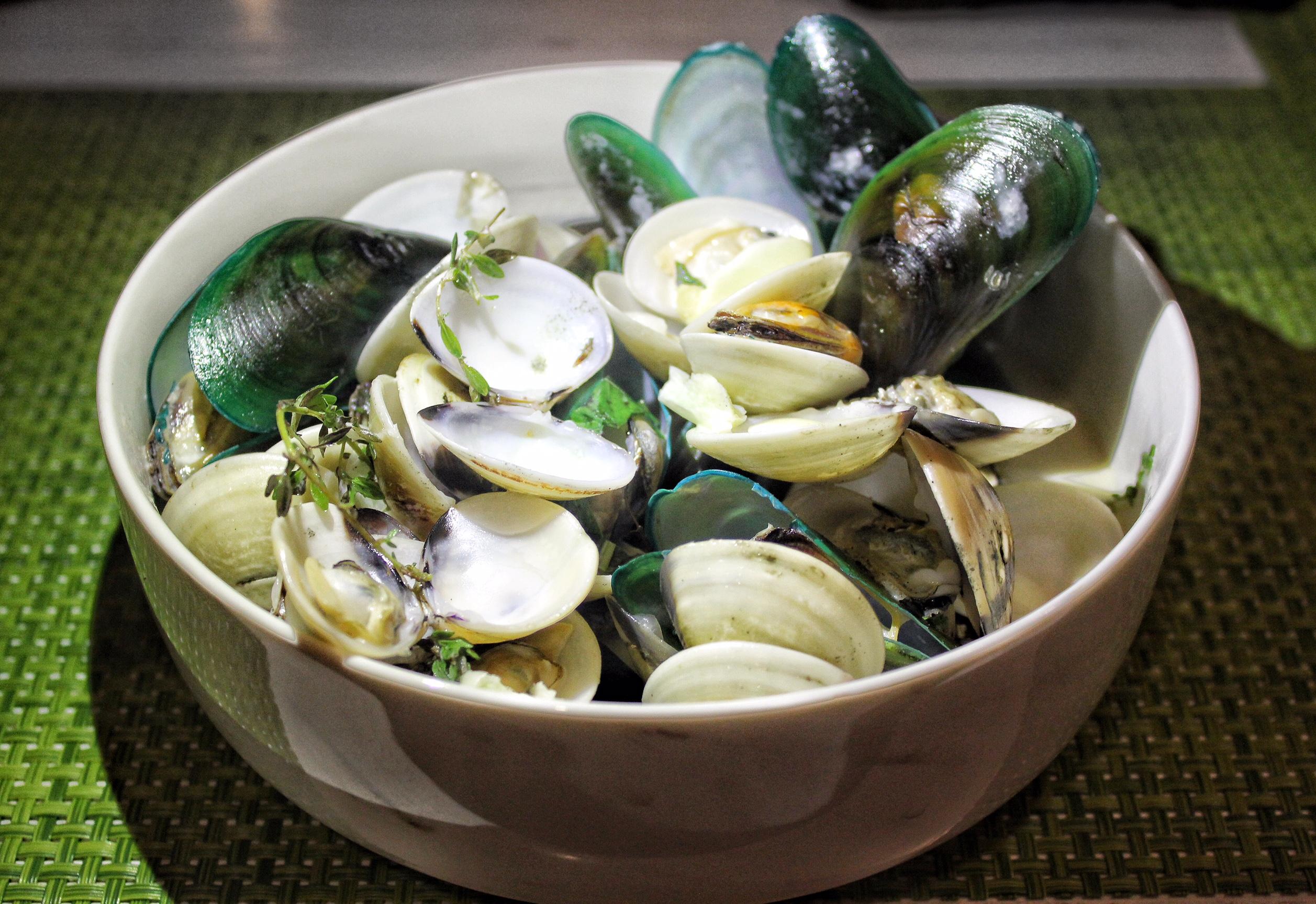 firefly-the-pavilions-phuket-clams
