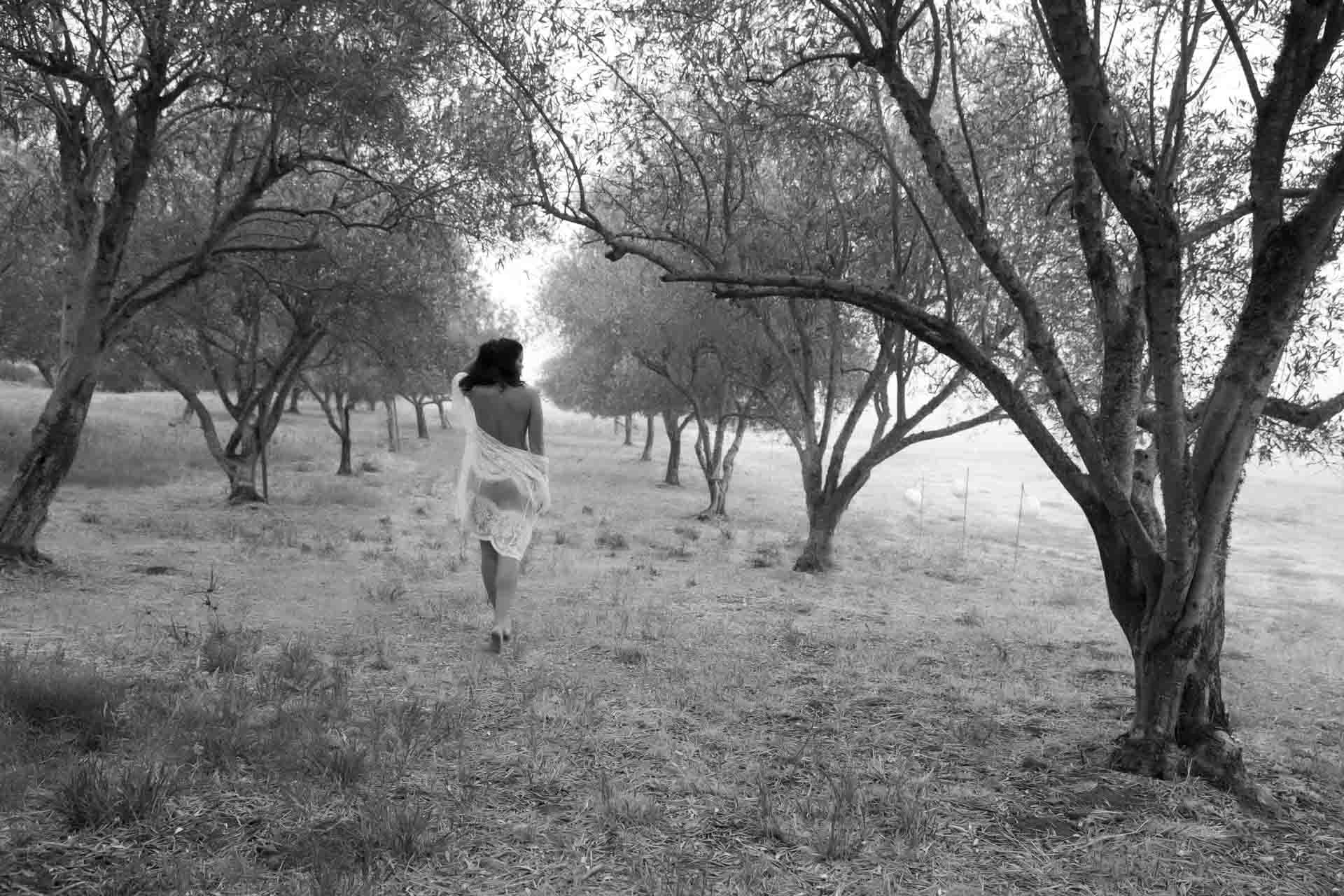 olive-grove-intimate-outdoor-boudoir