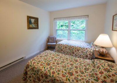Big Blue twin bedroom (1)