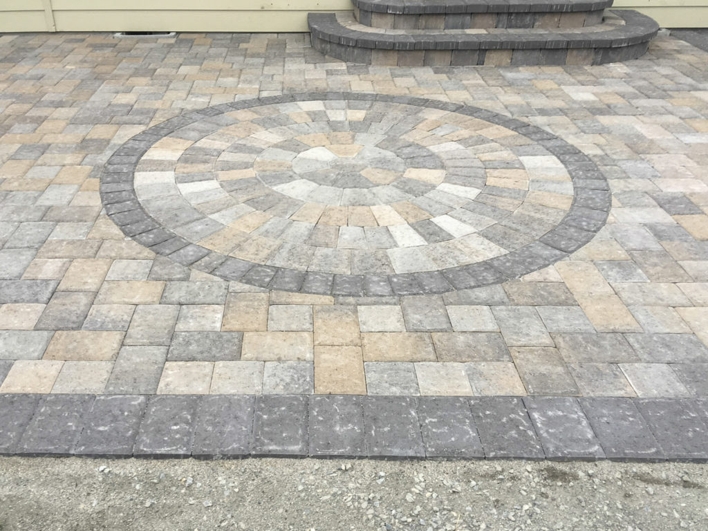 paver patio with circle inset