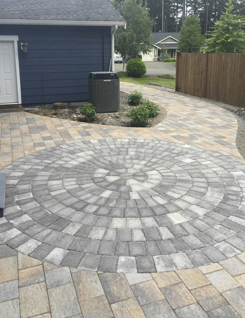 paver patio with contrasting inset
