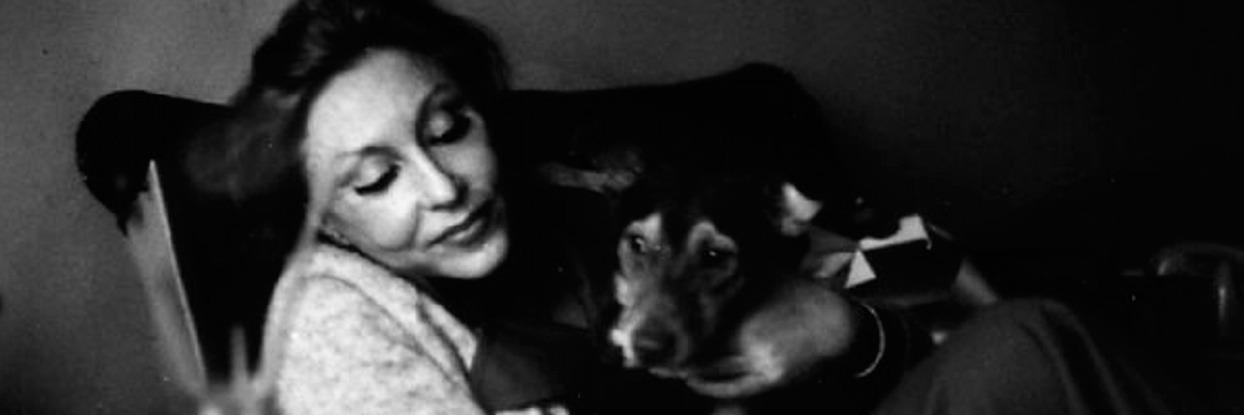 Clarice Lispector e seu cão.