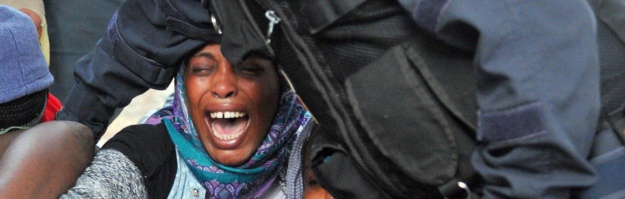 Mulher do norte da áfrica socorrida na Itália.