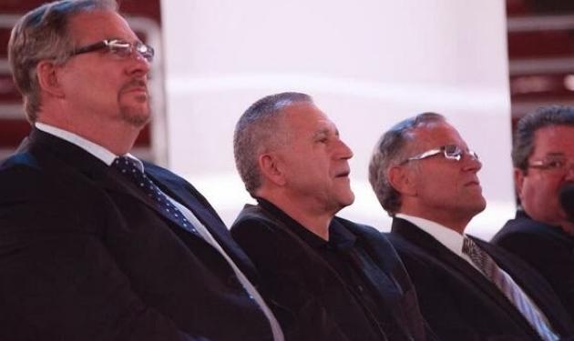 Rick Warren, left, at Chuck Smith's memorial