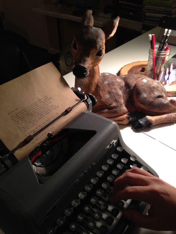 Poet Sam Roxas-Chua at the typewriter, Photo: Deanna Piowaty