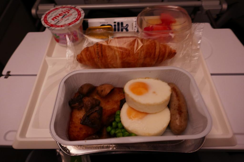 Finnair AY132 breakfast