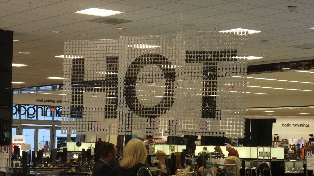 Bloomingdales Aventura HOT Sale Displays (6) (1024x576).jpg