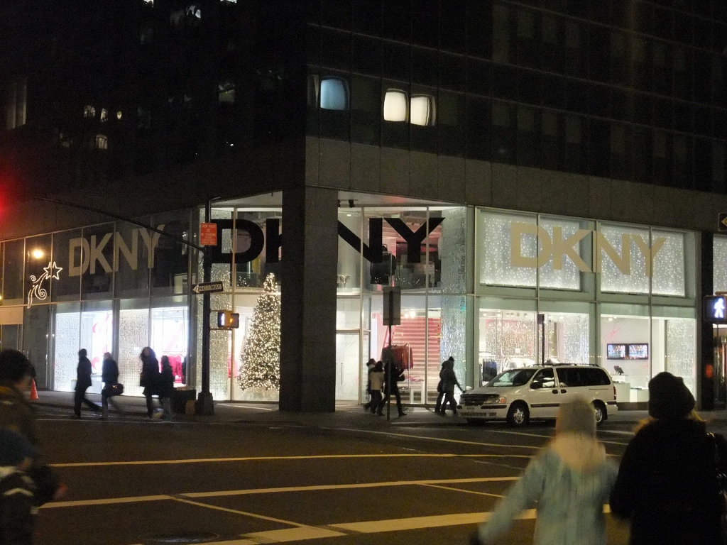 DKNY Madison 62 Store Facad Night 1 (1024x768).jpg