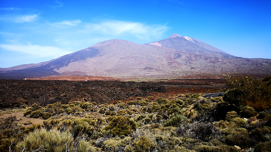 Tiede and Pico Viejo peaks in the El Tiede National Par, near the Teresme Corrals