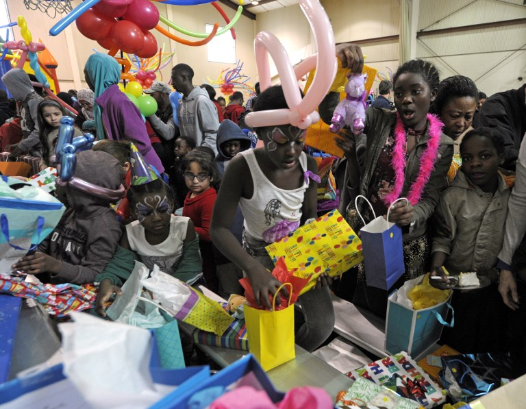 Kansas synagogues welcome refugees by celebrating their American birthdays