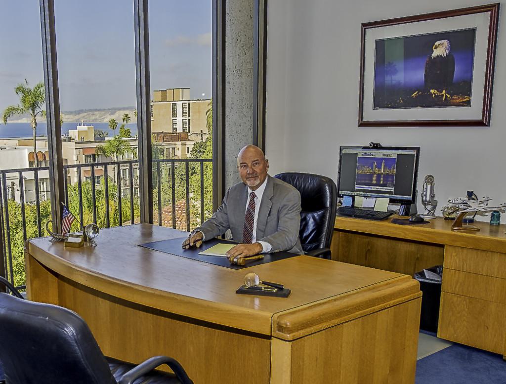 Office Dennis 2