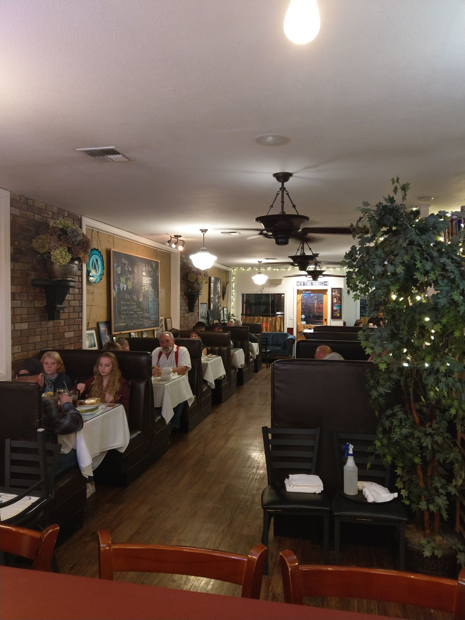 One Fifteen Broiler, Premier Steakhouse Rogue Valley, Grants Pass Oregon