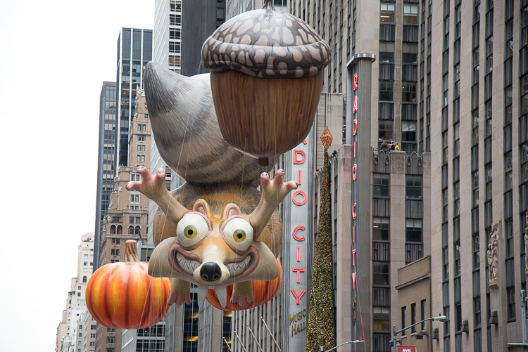Ice age Scrath balloon Macy's Thanksgiving parade picture