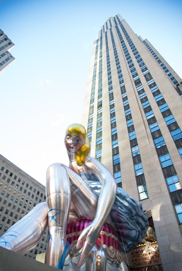 Travel Blogger New York visit Jeff Koons Ballerina NYC