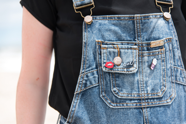 Flying Tiger pins blogger fashion