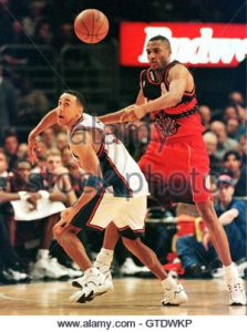 Atlanta Hawks guard Steve Smith (R) watches the ball along with New York Knicks guard John Starks after he blocked Starks' pass in the fourth period of their NBA game January 13, in New York's Madison Square Garden. Smith sank the final basket in the Hawks 91-89 win. SPORT NBA