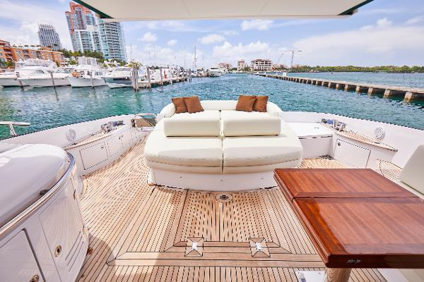 68' Azimut S Water Time Charter