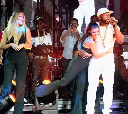 Kourtney Kardashian FLIRTS With Rapper 50 Cent On Stage.