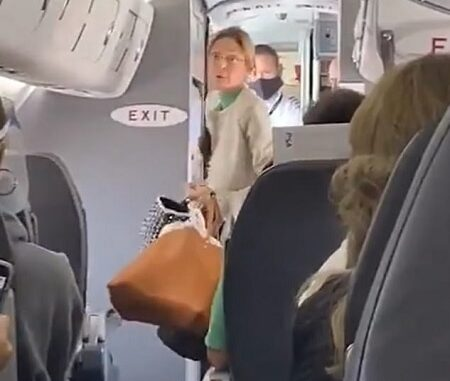 Passengers Clap After Woman Kicked Off Flight For Not Wearing A Mask.