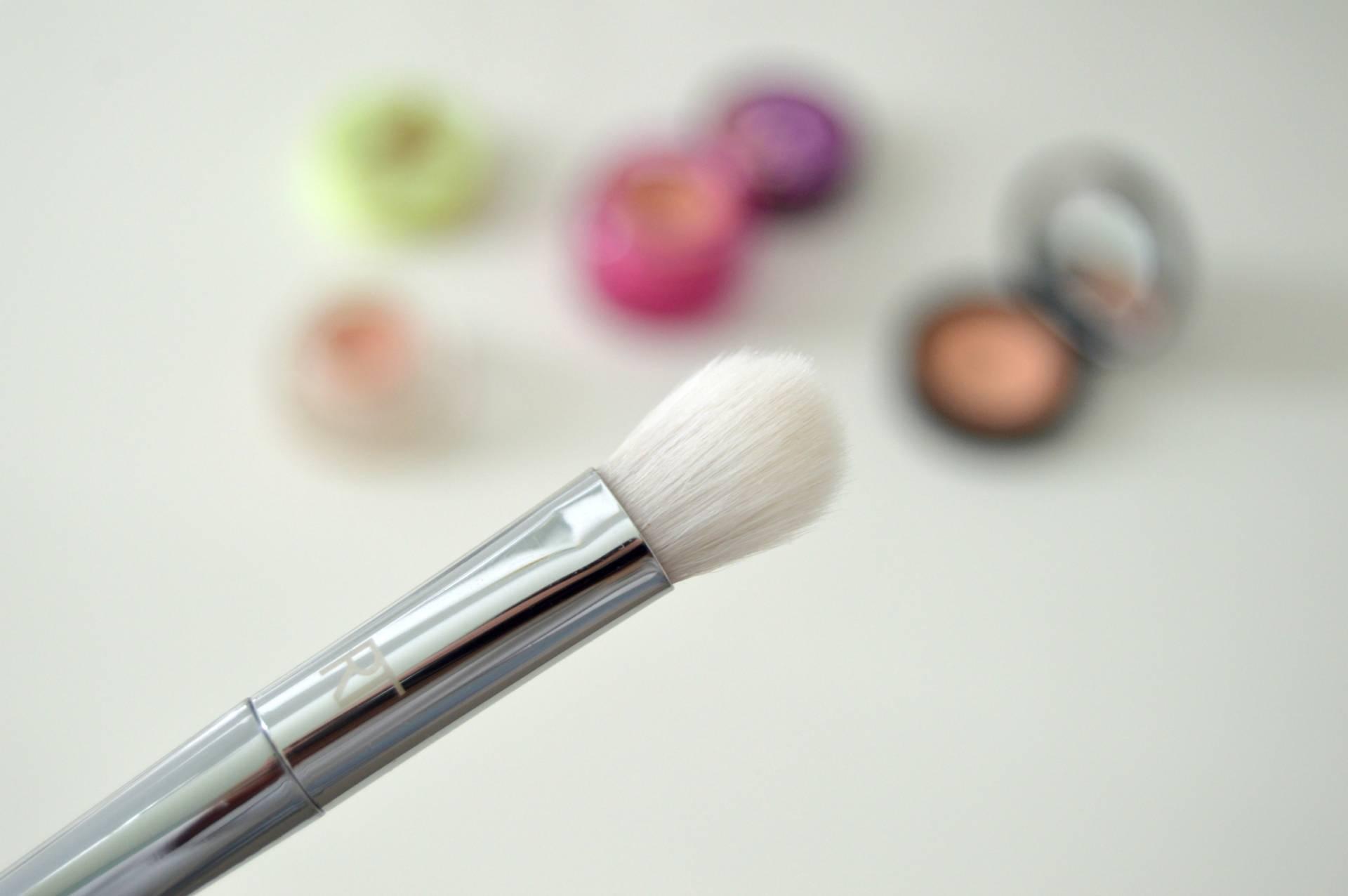 amazon beauty real techniques 200 oval shado brush review inhautepursuit
