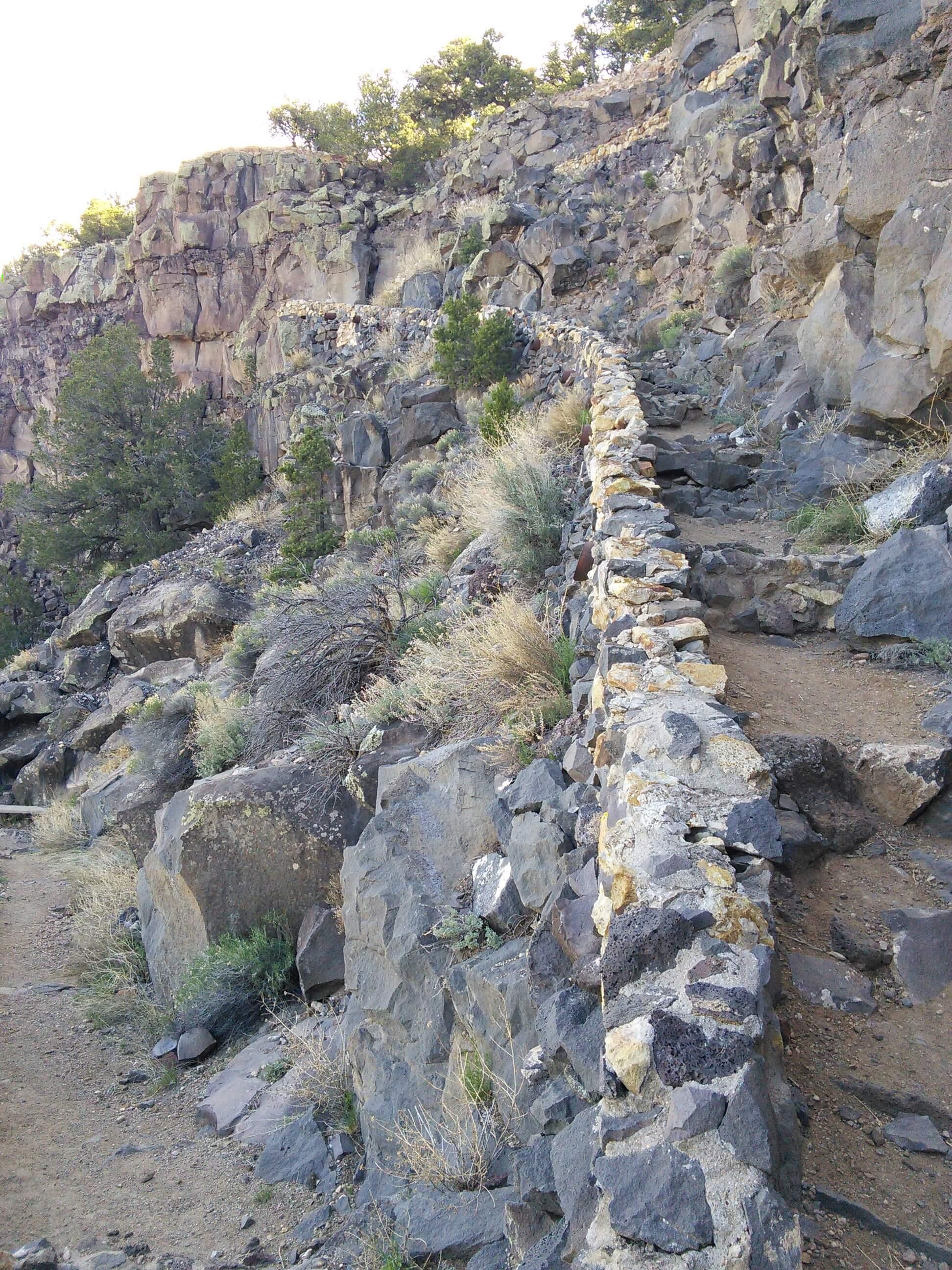 Trail down to the Rio Grande River, NM
