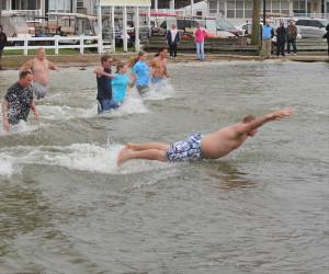 Swimmers take Polar Plunge into White Lake