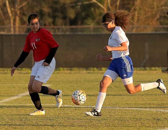 East_Bladen_Red_Springs_soccer_02