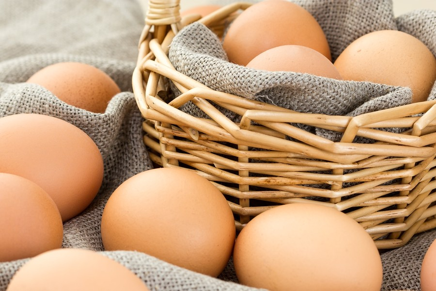 An Egg-straordinary Healthy Snack -but eat the yolk too!