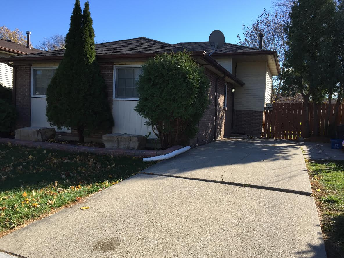 WELL MAINTAINED HOME WITH BACKYARD OASIS IN CENTRAL WINDSOR LOCATION
