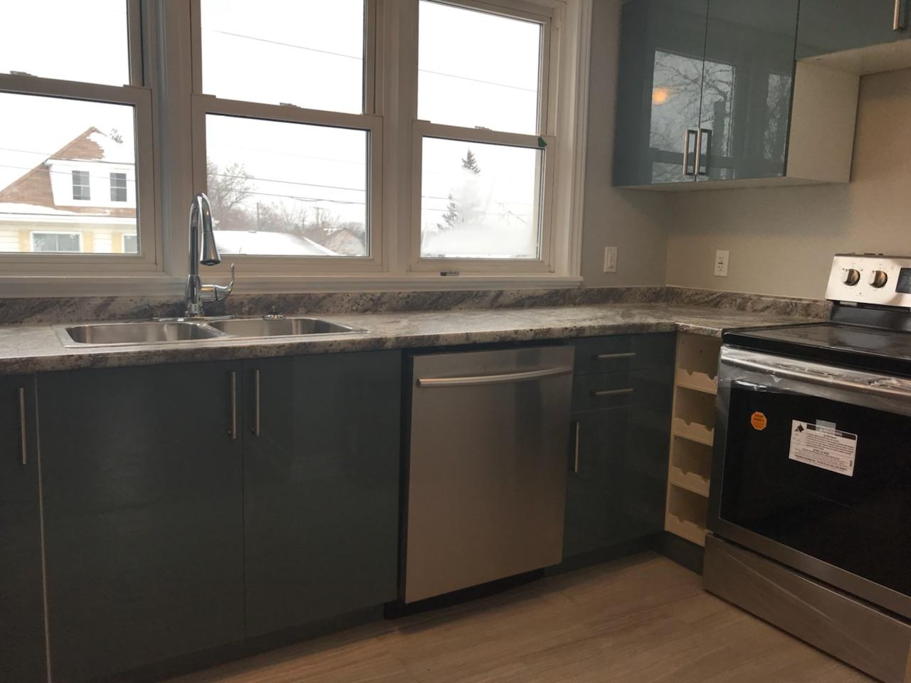 LUXURY UPPER UNIT WITH PLENTY OF EXTRAS IN HILL PARK