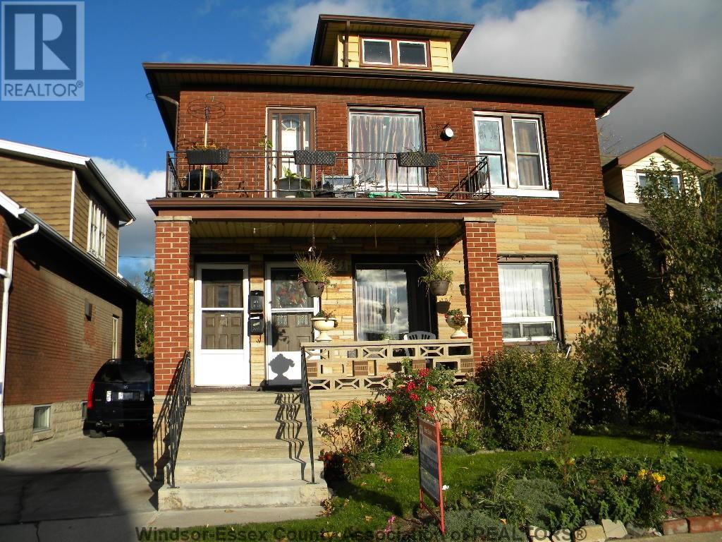 COMPLETELY RENOVATED 3 BEDROOM UPPER CLOSE TO ALL AMENITIES