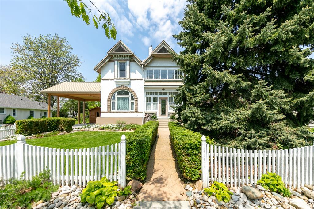 GORGEOUS HISTORICAL HOME IN KINGSVILLE