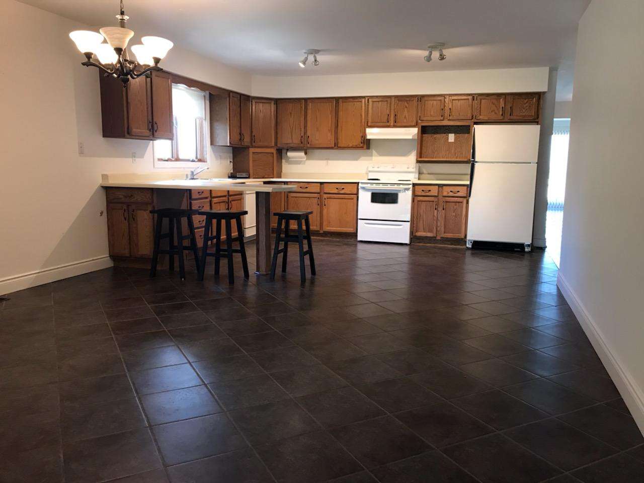 HUGE UPPER APARTMENT WITH 2 DECKS & 2 LIVING AREAS IN PRIME WINDSOR LOCATION