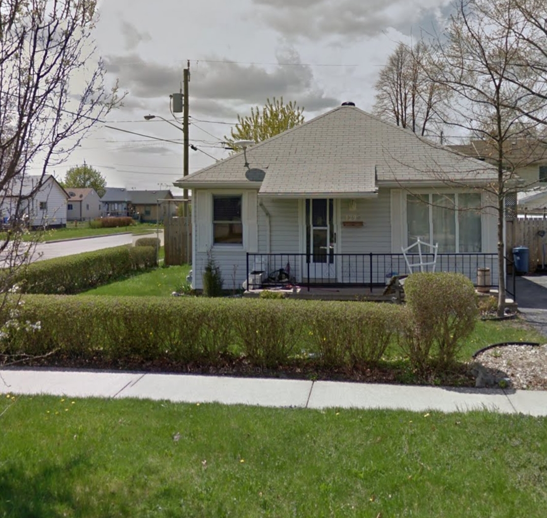 CUTE AS A BUTTON 2 BEDROOM BUNGALOW
