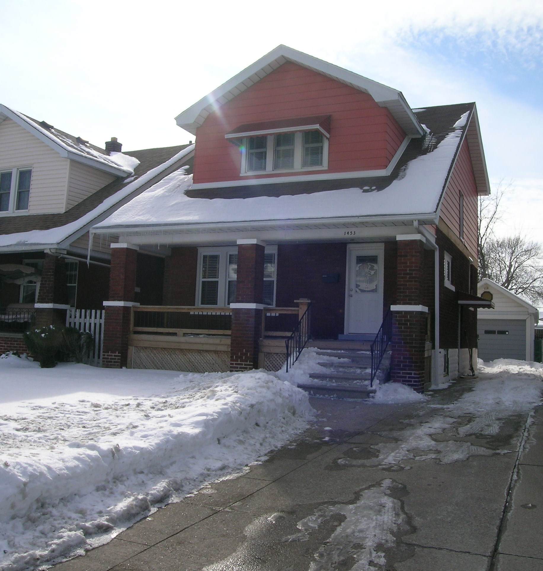 GORGEOUS HOME FEATURING 3 BEDROOMS IN CENTRAL LOCATION