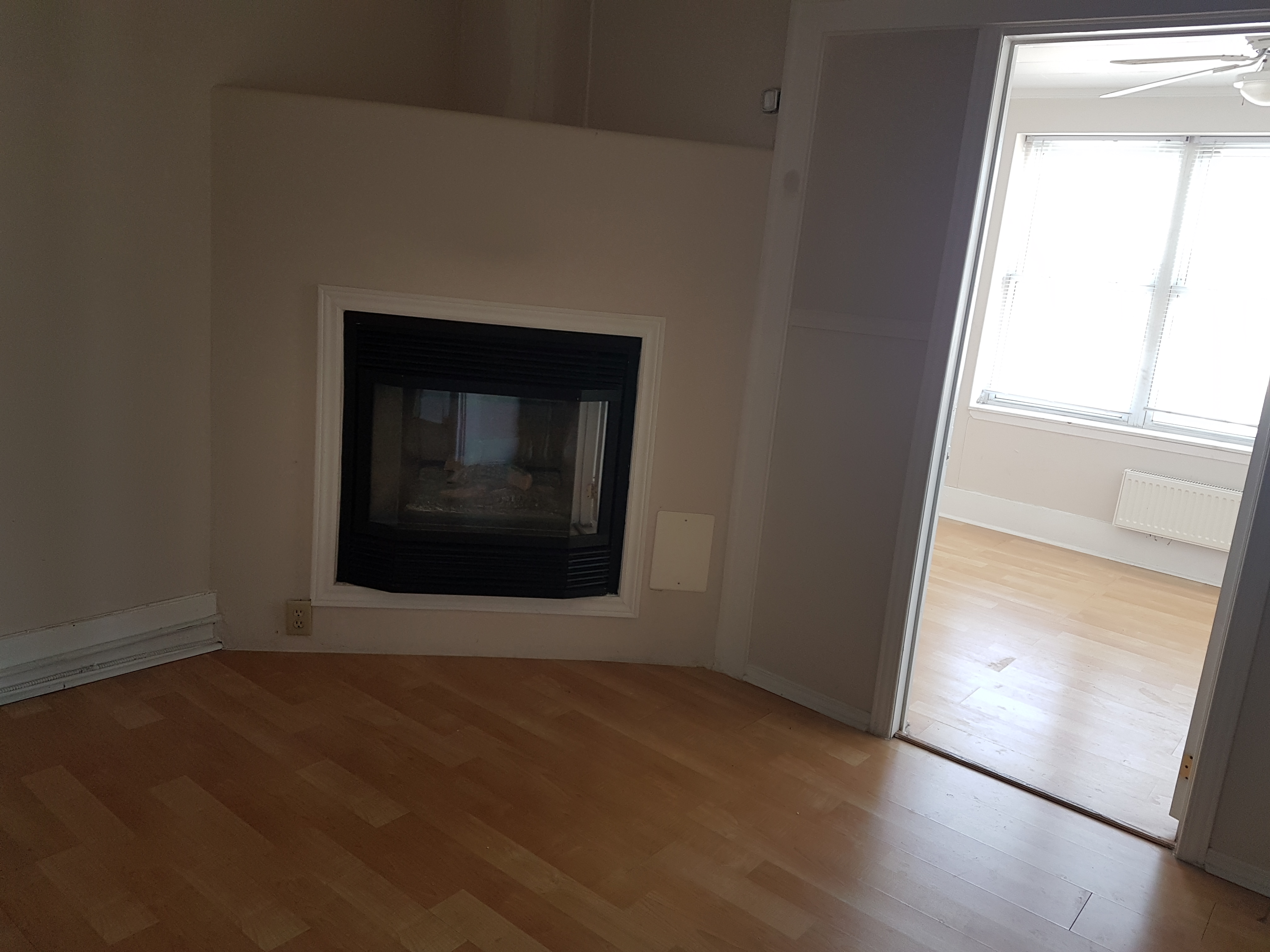 COZY AND CHIC 1 BEDROOM UPPER UNIT IN CENTRAL WINDSOR