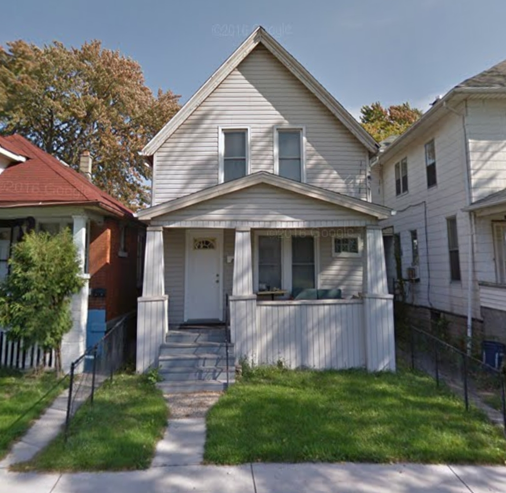 LARGE STUDENT HOME SMACK DAB BETWEEN DOWNTOWN & THE UNIVERSITY