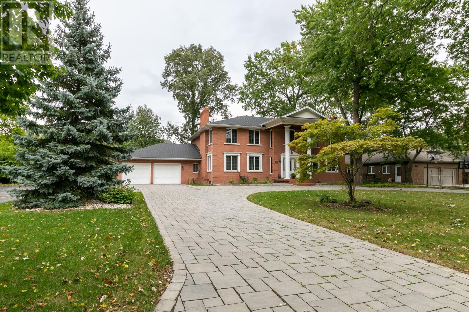 STATELY MANOR IN EXCLUSIVE SOUTHLAWN GARDENS