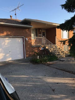 WELL MAINTAINED RAISED RANCH WITH WATER VIEWS – CLOSE TO U OF WINDSOR!