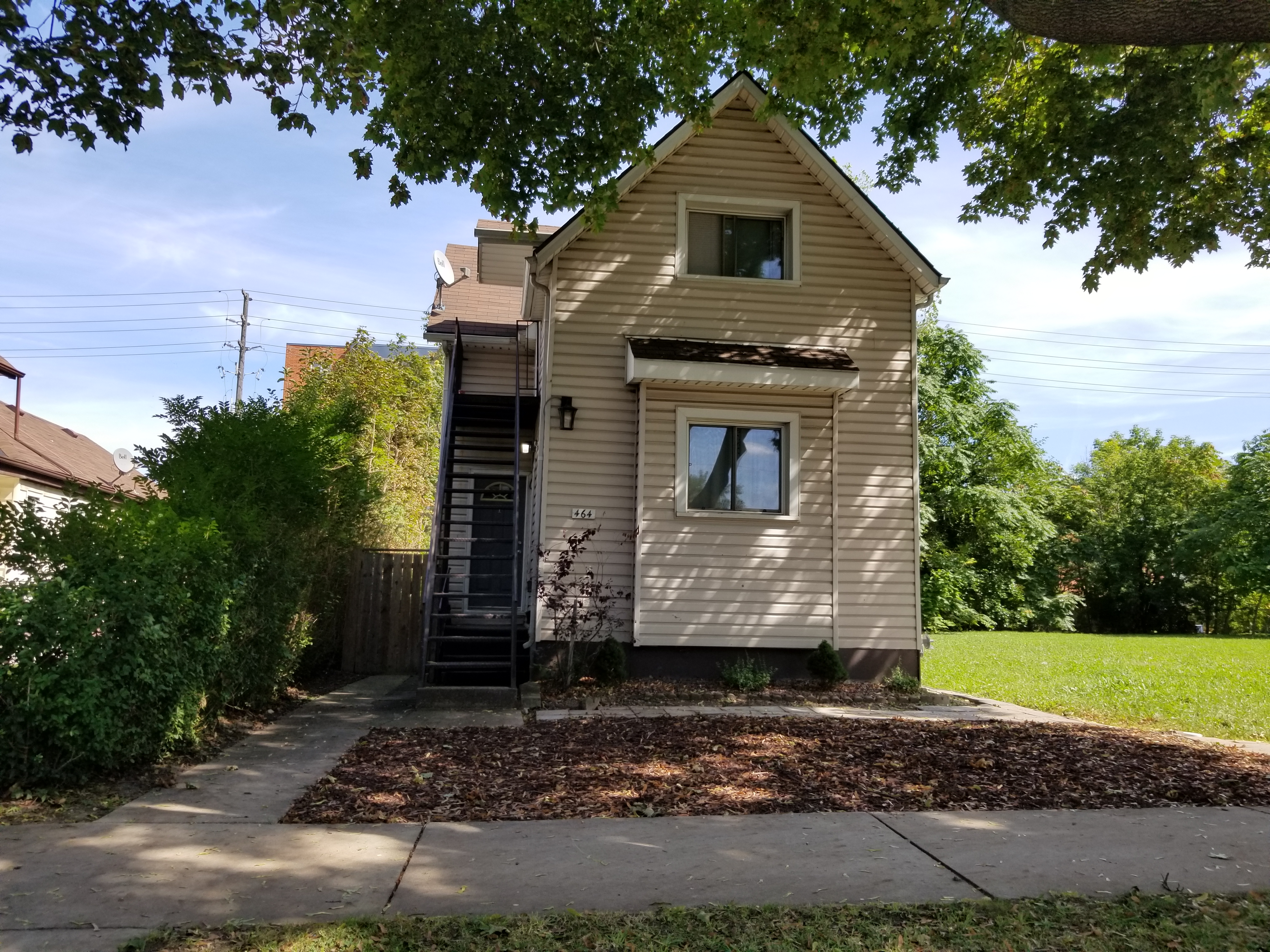 RENOVATED MAIN FLOOR UNIT IN DOWNTOWN WINDSOR