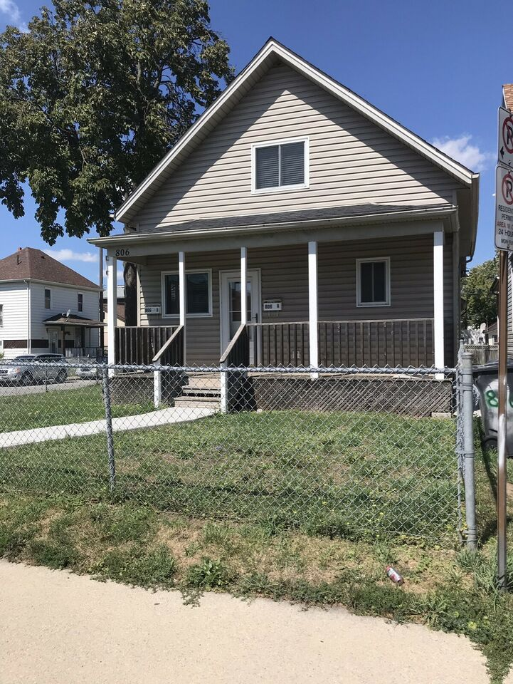 UPDATED SIDE-BY-SIDE DUPLEX CLOSE TO WALKERVILLE